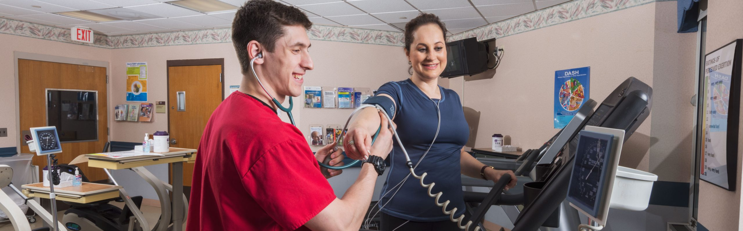 Exercise-physiologist-checking-blood-pressure